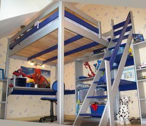Mezzanine Samy 90/200 avec escalier de meunier  Mezzanine pin maritime massif provenant de forêt à gestion contrôlée. Couleur : Bleu et Gris Alu. Escalier de meunier fourni comprenant deux tablettes de rangement. Attention photo du modèle 140/200 cm Hauteur sous plancher: 161 cm  H/L/P cm hors tout: 198x209x103 Dimensions couchage : 90 x 200 cm Encombrement de l'escalier au sol L/l : 140 x 50 cm. Poids supporté : 150 kg Garantie 2 ans. Fabrication française.
