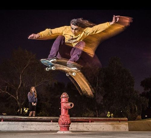 #Скейтбординг привлекает многих фотографов: #динамика зрелищность игра света и харизма опытного скейтера могут быть удачно пойманы в одном кадре. Фото -Иван Воробьев@ivan_birdman съемкаLeicaSummicron-M 50mm f/2.  #Skateboarding attracts many photographers: the #dynamics #entertainment play of #light and the charisma of an experienced #skater can be fixed in one frame. Photo by Ivan Vorobiev@ivan_birdman with#Summicron50 #Leica #LeicaCamera #LeicaRussia #Summicron #skatelife #sport…
