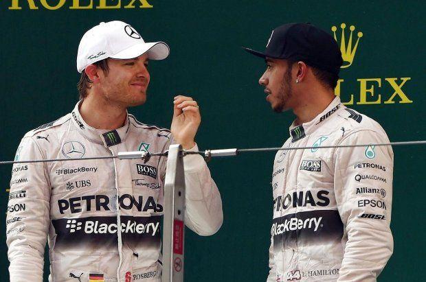Åben krig for rullende kameraer: Rosberg raser over Hamilton - Formel 1   www.bt.dk