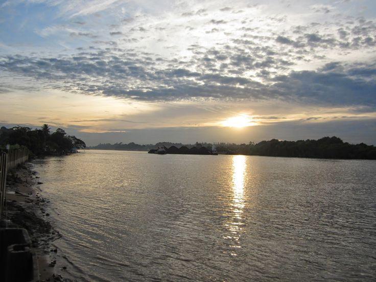 My Pocket Camera Get Action: Sunset Tepian Bandara Kalimarau (Berau - Tanjung R...