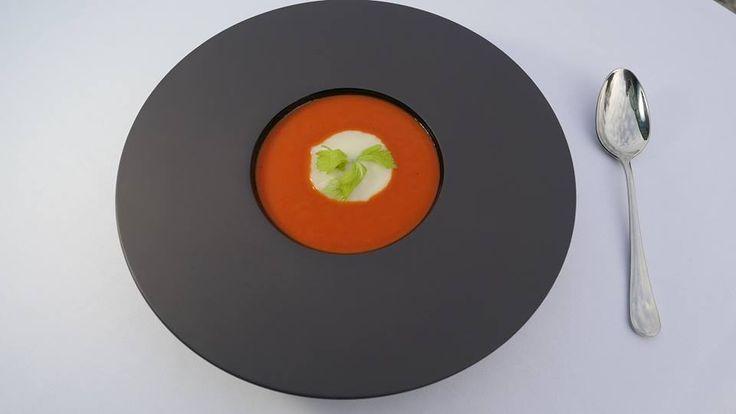 TUSCAN DOUBLE CREAM  Kompozycja dwóch kremów: paprykowego i kalafiorowego z imbirem..! http://www.maranello.pl/restauracja/