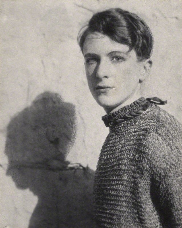 "allthebeautifulones: "" killerbeesting: "" Cecil Beaton, self portrait, 1920s "" """