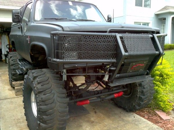 Lifted Chevy » Lifted Chevy Trucks » 1987 k5 blazer 3/4 ton axles and 44″ boggers