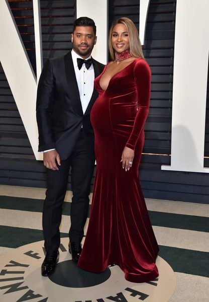 Ciara Photos Photos - NFL player Russell Wilson (L) and recording artist Ciara attend the 2017 Vanity Fair Oscar Party hosted by Graydon Carter at Wallis Annenberg Center for the Performing Arts on February 26, 2017 in Beverly Hills, California. - 2017 Vanity Fair Oscar Party Hosted By Graydon Carter - Arrivals