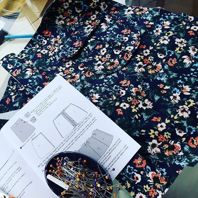16 vind-ik-leuks, 3 reacties - Nicole (@nicolejstanley) op Instagram: 'Chilled out Saturday sewing. This is hopefully going to be a wearable toile to get the fit…'