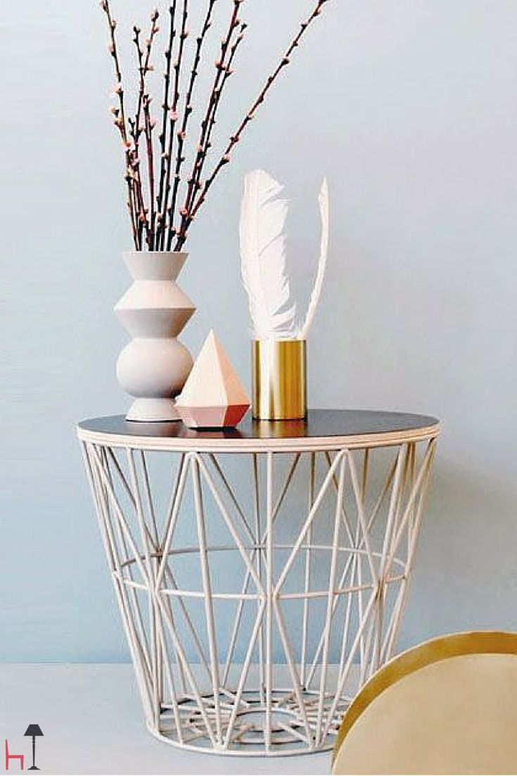 Wire is a nice basket that becomes also a decorative coffee table, suitable for every room.