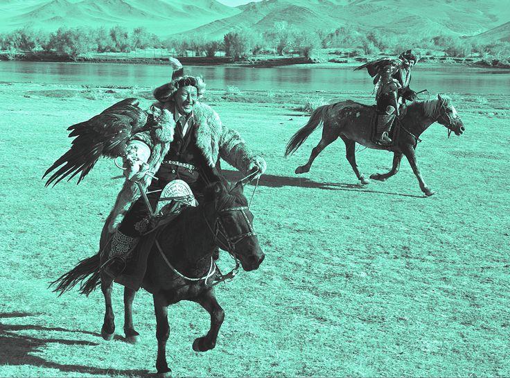 Il cavallo, e il falcone, animali simbolo per i kazakhi, di natura nomadica
