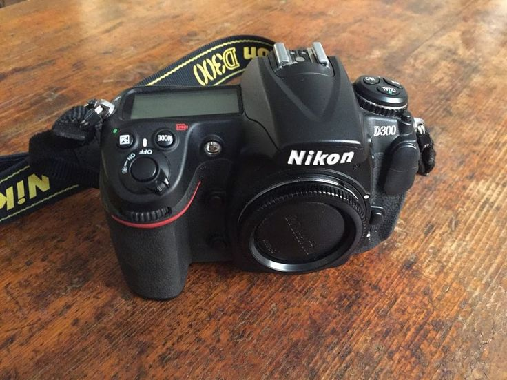 REFLEX DIGITALE NIKON D300. SOLO CORPO MINT