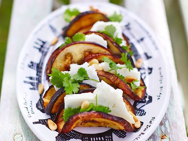 Auberginetacos med fetaost och pinjenötter | Recept.nu