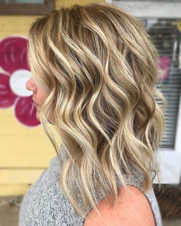 Blonde Highlights Popular Short Wavy Hairstyles 2019 Short Wavy Hair Hair Styles Blonde Wavy Hair