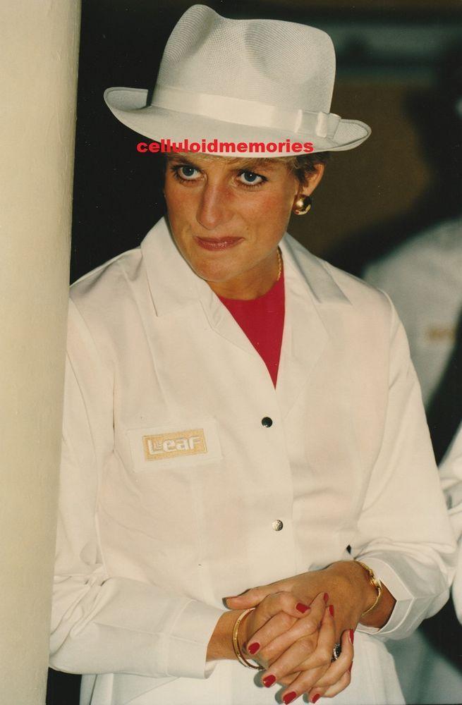 Original Princess Diana of Wales Press Photo # 107. Recent release. For an extensive archive of popular and rare photos of Princess Diana, visit RushWorld board, DIANA PRINCESS OF WALES. See you at RushWorld.
