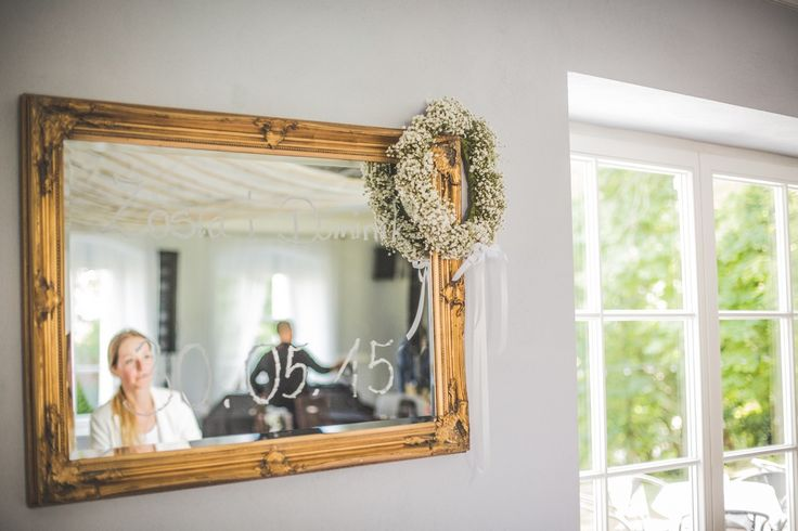 Wianek z lustrem - dekoracja za Parą Młodą / wreath on the mirror. #decoration #wedding #flowers #rustic #bouquet