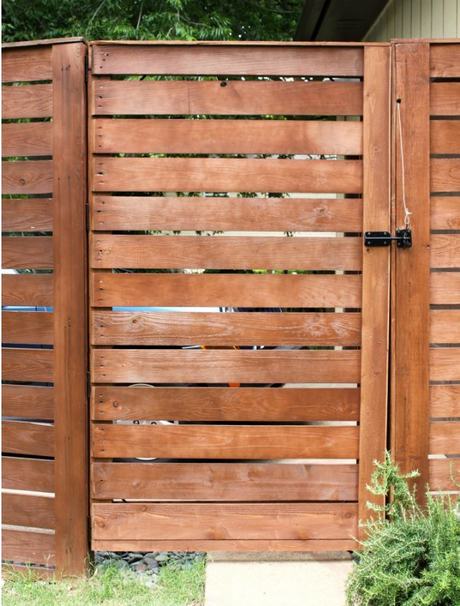Diy fence gate 5 ways to build yours wood slats and for Diy pallet fence gate