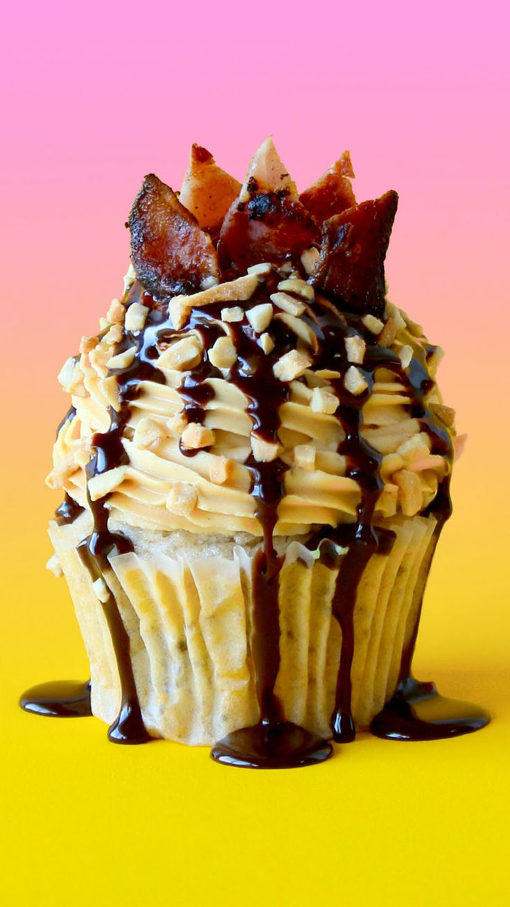 Elvis was famous for his heart-stopping love of bacon, peanut butter and banana sandwiches. This cupcake is taken to the next level with a cheeky splash of chocolate!