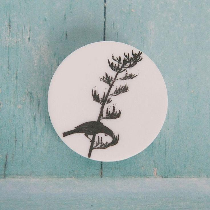 Tui feeding brooch - Kowhai Artisans
