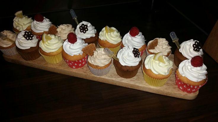 Citroen-, frambozen witte choco-, stroopwafel en irish Coffee likeur 43 cupcakes
