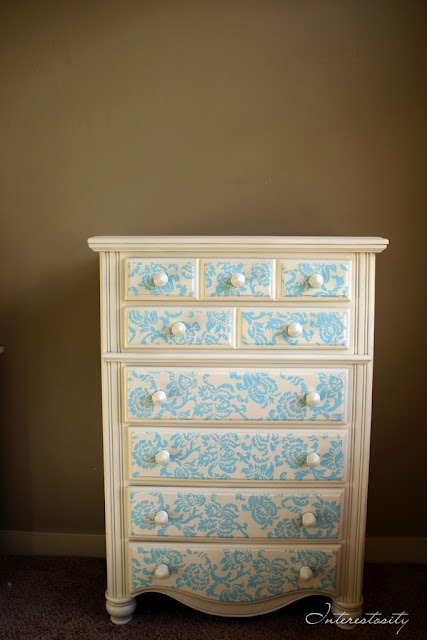 I am so doing this to the 20 dollar dresser I got for my bedroom. Maybe in black and turquoise? Hmm or keep it white. Decisions decisions.