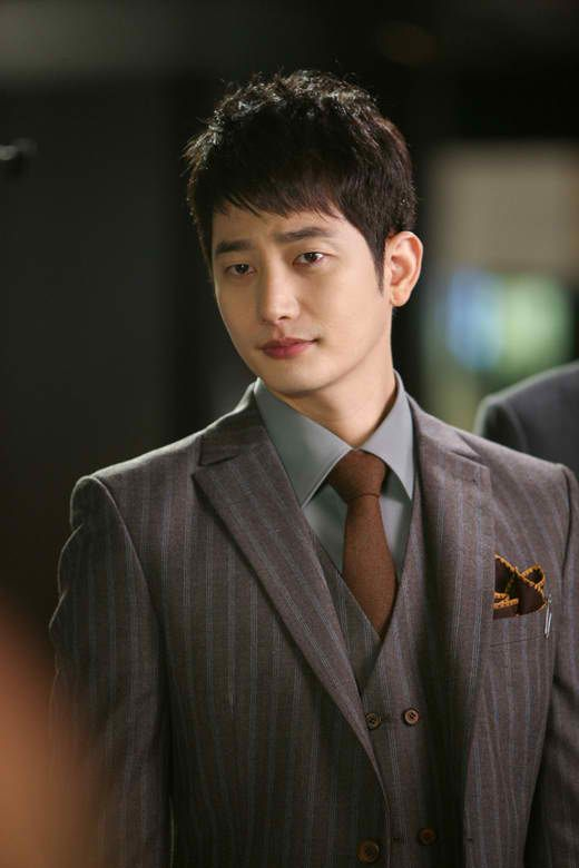'A' claims Park Si Hoo raped her twice + Park Si Hoo counter-sues 'A', 'B', and former agency head Mr. Hwang