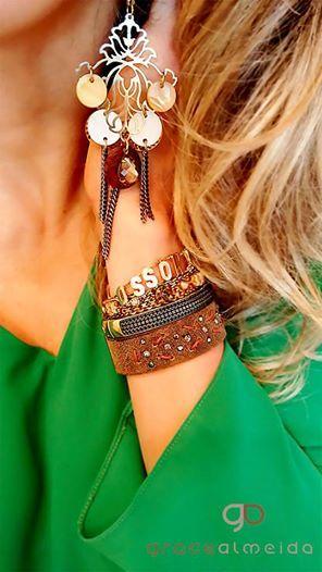 Acessórios de efeito são aliados fundamentais para elevar o status do look!! Na loja virtual: www.lojagracealmeida.com.br No BLOG: www.gracealmeida.com.br/blog
