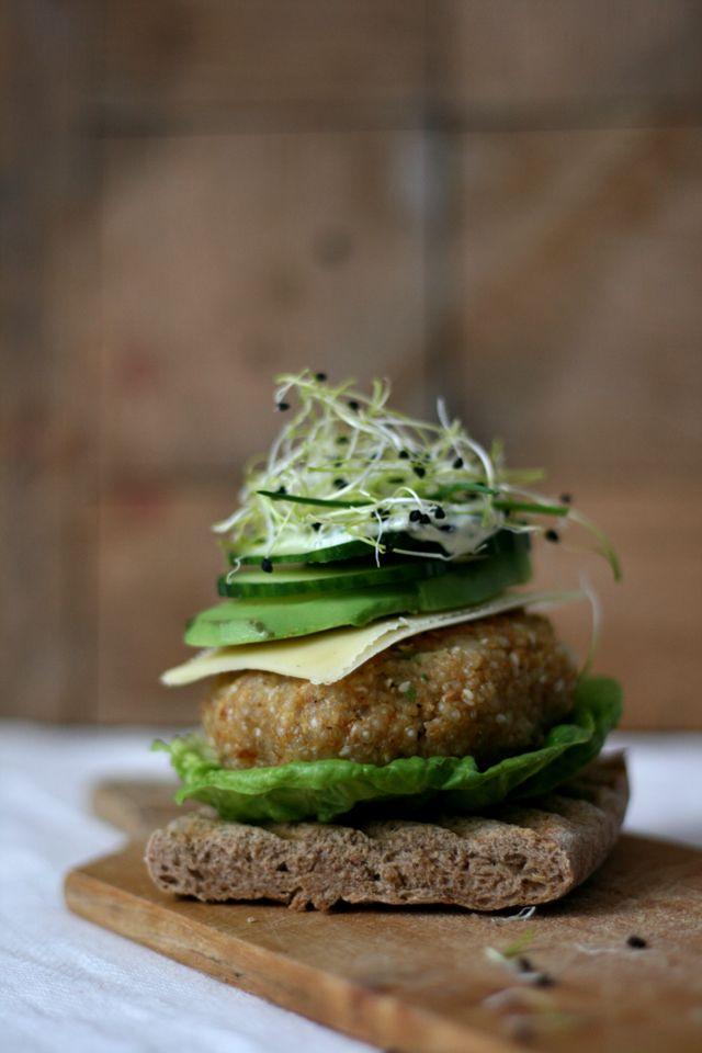 Epic burger project #2. Quinoaburger met gruyère, avocado & basilicummayonaise - Yellow lemon tree