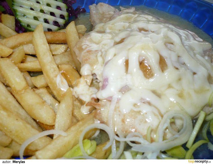 Kuřecí plátek se šunkou, broskví a sýrem