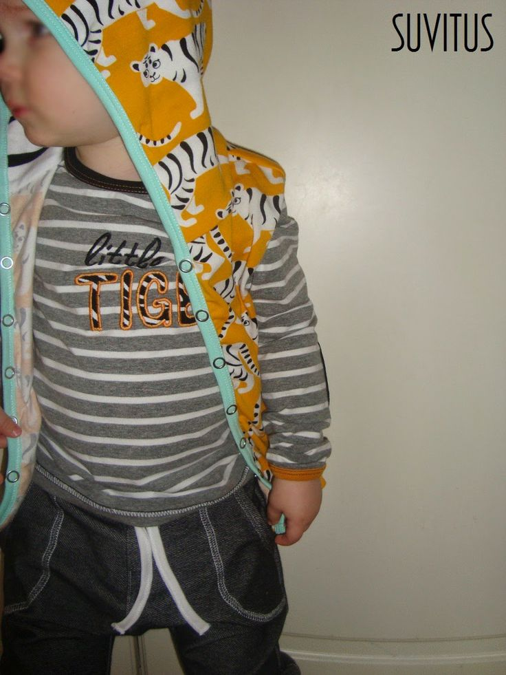I made sleeveless hoodie, appliqued shirt and loose pants for my son. Inspired by Mini Rodini.