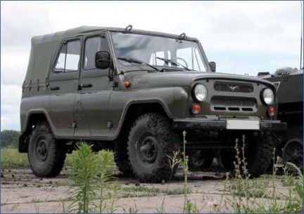 UAZ-469 (with canvas top cover and side windows on)