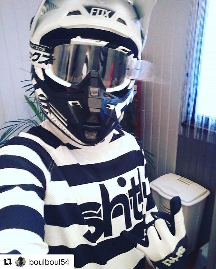 Stylish  -> #Repost @boulboul54 Suède -> France.  La même passion le même style de vie. Trop fraîche leur tenue. Bientôt sur le terrain  #dwbtoftshit @dwbtoftshit #mx #motocross #sx #foxracing #mxgloves