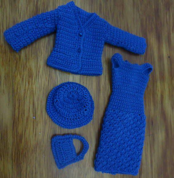 Conjuntinho de Crochê para Barbie. Vestidinho, blazer, bolsa e chapéu. Tudo feito com linha. Tamanho de Barbie Fashionistas.  Não incluso a boneca, nem o sapatinho. R$ 17,25