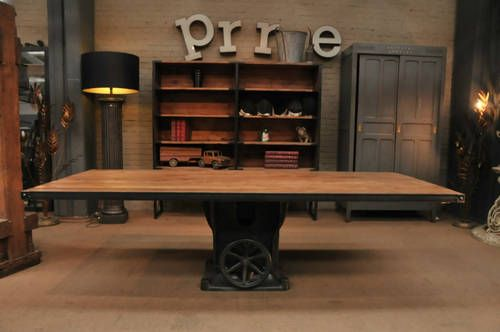 table industrielle volant pied fonte d 39 usine 1900 plateau ancien ch ne massif. Black Bedroom Furniture Sets. Home Design Ideas