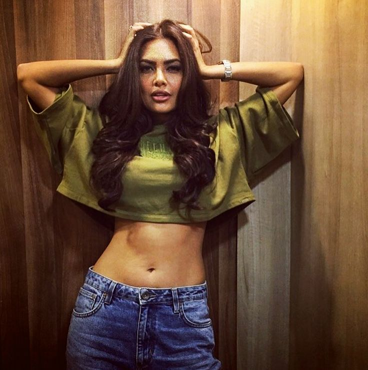 Esha Gupta shared few pictures on a photo sharing app flaunting her toned belly wearing a loose green crop top and a denim gives us a summer body goals. Her voluptuous body makes us want to hit the gym after seeing her pictures. A fitness enthusiast Esha believes in staying fit. The Jannat 2 actress […]
