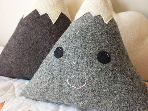 Mounty, the woolen and felt smiley mountain cushion