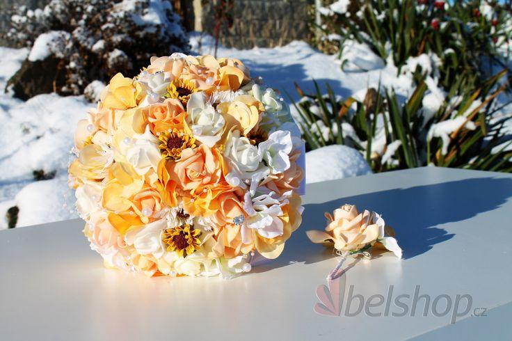 Svatební kytice v jemné meruňkové barvě. Romantická svatební kytice vč. korsáže.