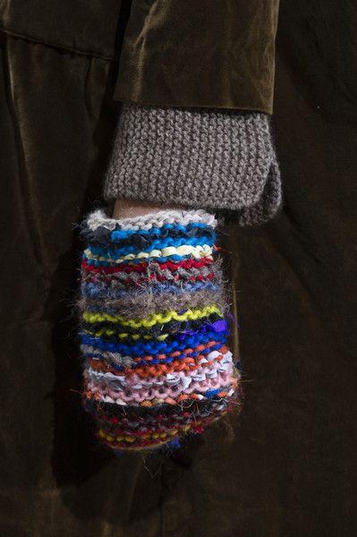 Daniela Gregis Milan Fall 2017 | Rainbow colour mitten | Wool | Craft