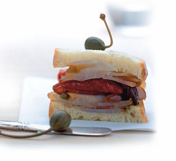 Panino con pesce spada, pomodorini e capperi ricetta
