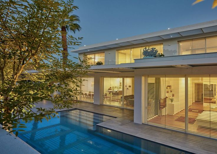 House in Ramat Gan is a private home designed by Ella Sahar in 2015. The home is located in Ramat Gan, Israel