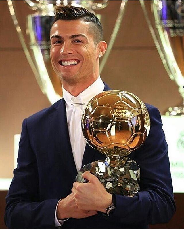Cristiano Ronaldo beats Lionel Messi to win Fifa best player award! WHOOP WHOOP ! Well Deserved!