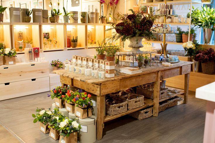 Sally Hambleton estrena Flowers to go, un espacio en el gourmet de El Corte Inglés de Castellana para acercar las flores a tu día a día.
