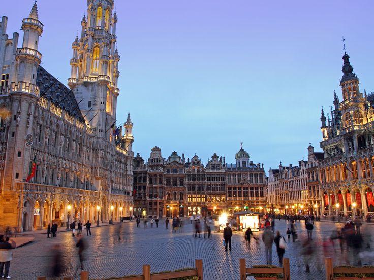 Descubre cinco plazas europeas que ha seleccionado Vega para que no te las pierdas en tus próximos viajes.