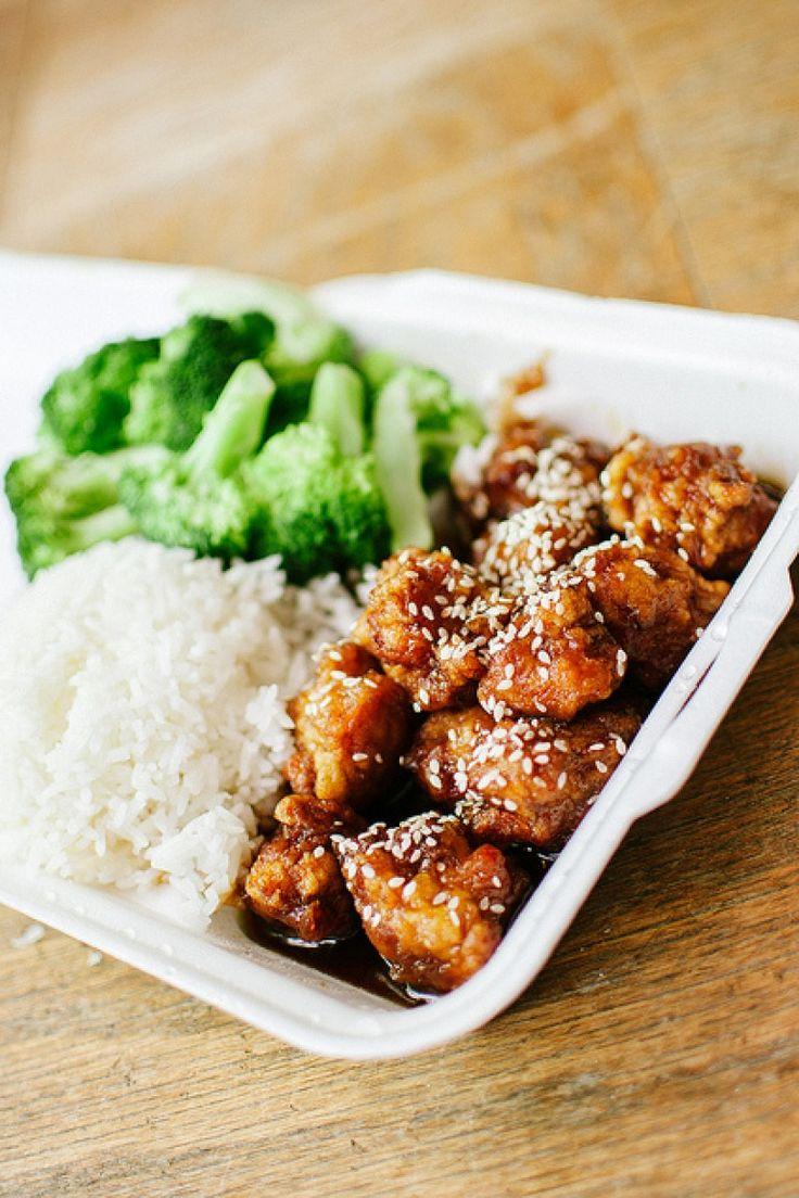 Cibo cinese, manzo saltato con zenzero salsa di soia aglio broccoli riso bollito