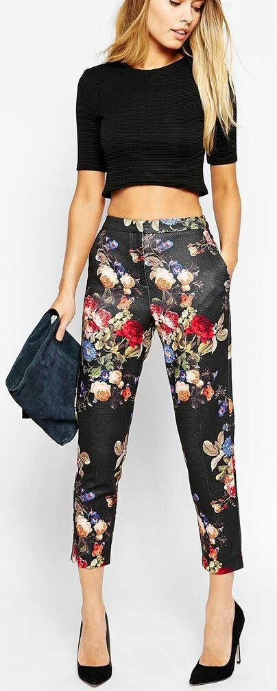Crop top with floral print pant