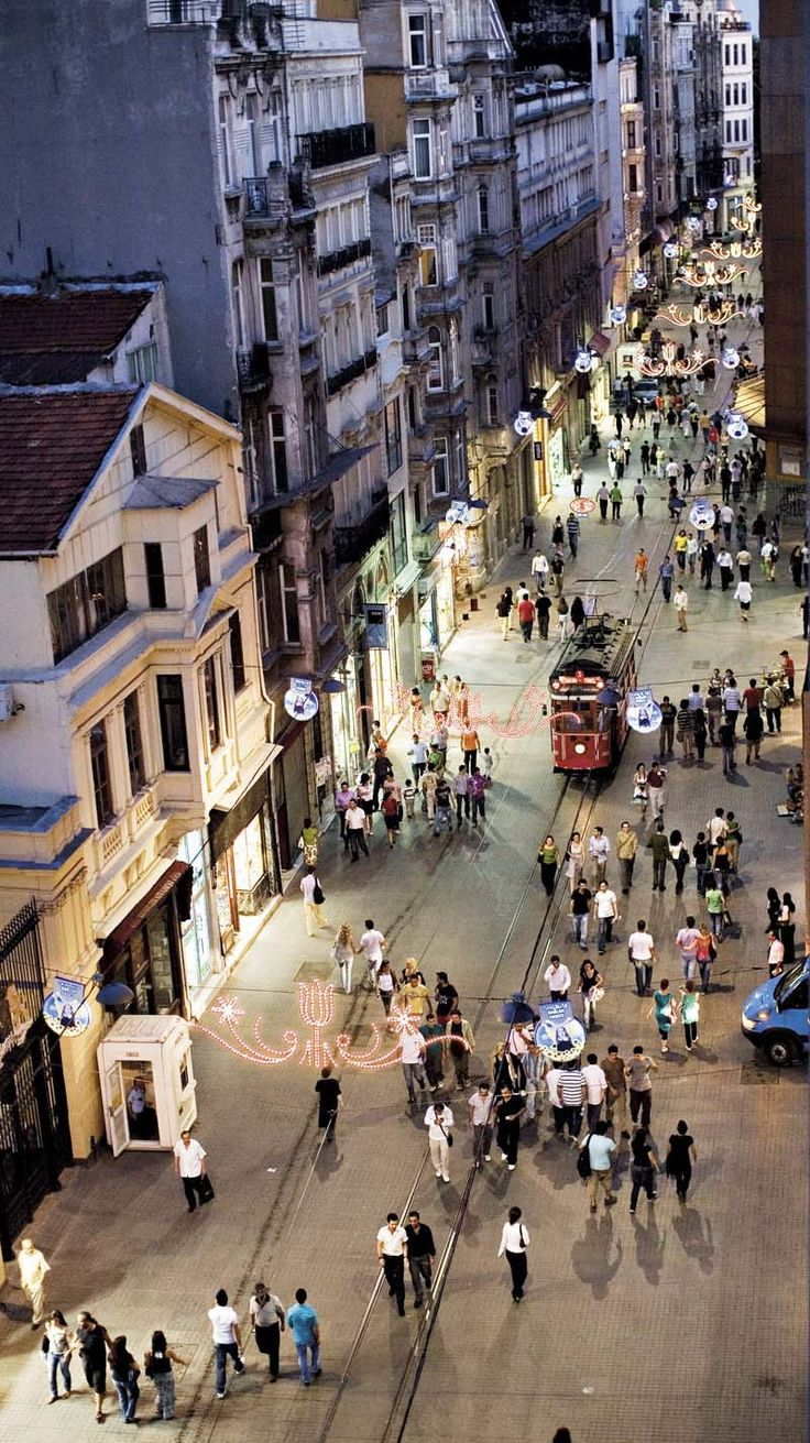 Taksim - İstiklal Street- İstanbul Türkiye  not for agrophobics!