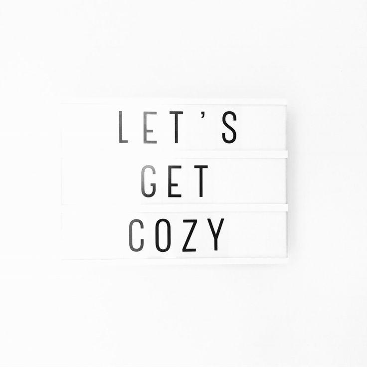 Recept voor ziek zijn: kruik, lekker warm in bed, kopjes thee, bouillon, lieve mensen die voor je zorgen maar je met rust laten wanneer nodig, veel slapen, aspirientjes. Vergeet even de pijn, misselijkheid, wc-bezoekjes en denk alleen aan de goede dingen die er ook echt zijn bij lekker verzorgd worden of jezelf goed verzorgen. Even echt helemaal aandacht voor jou ❤️ • #shs #studiohappystory #girlboss #momo #motivationalmonday #lightbox #weekly #letsgetcozy #lekkerknus #ziek #sick #positive