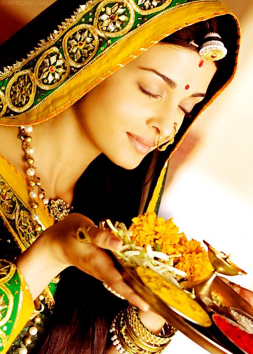 Aishwarya Rai dese colors dese jewellery..jst love it