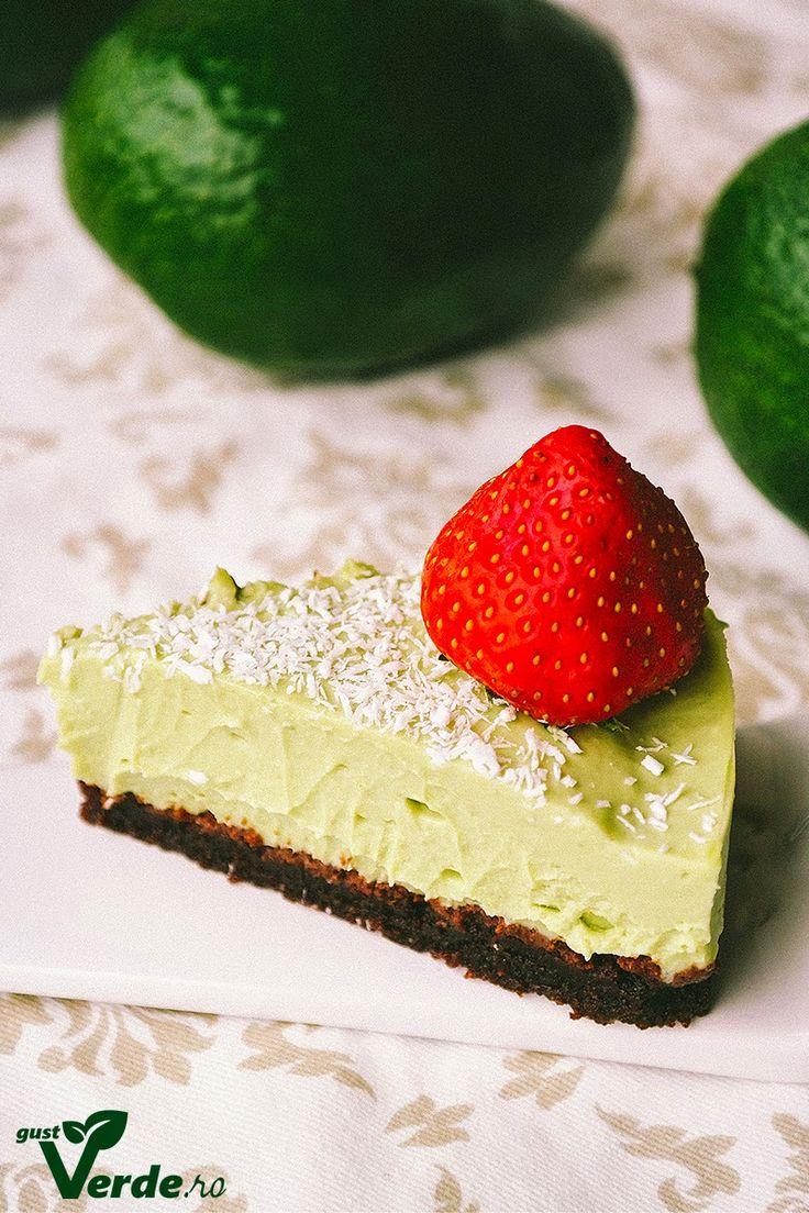 Gust Verde: RAW VEGAN: Tort de avocado cu caju si lime (fara zahar)