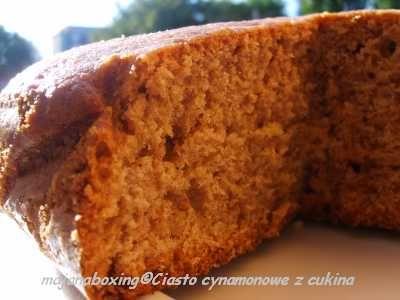Cynamonowe ciasto z cukinią