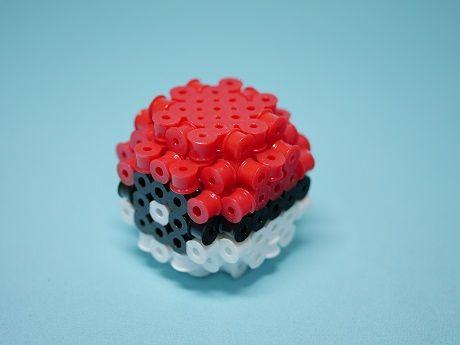 これも立体アイロンビーズの作り方参考用に作ったモンスターボールです。以前のより小...