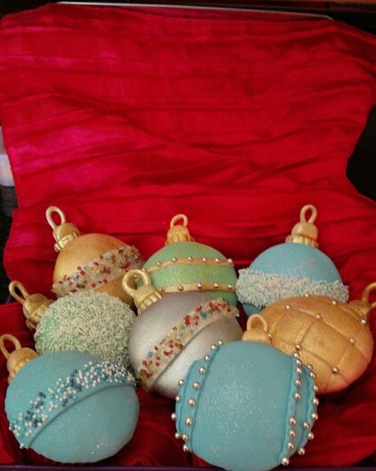 Christmas decorations cupcakes