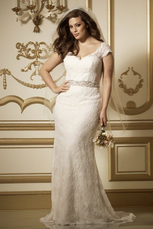 Wtoo gown available at della curva plus size bridal salon for Wedding dresses for short curvy brides