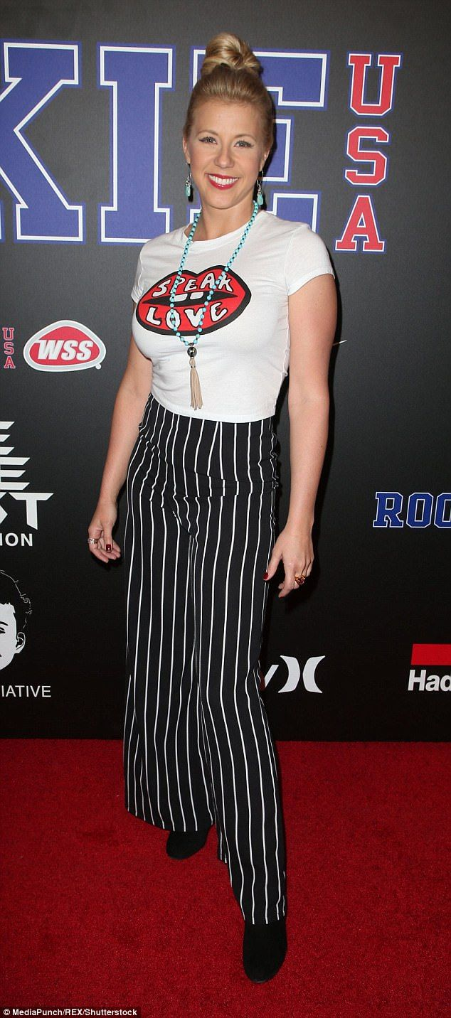 Fuller House Star Jodie Sweetin Is Casual Chic In Tee Shes Been
